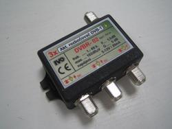 Aktivní rozbočovač pro DVB-T 3x výstup, +5dB F konektory